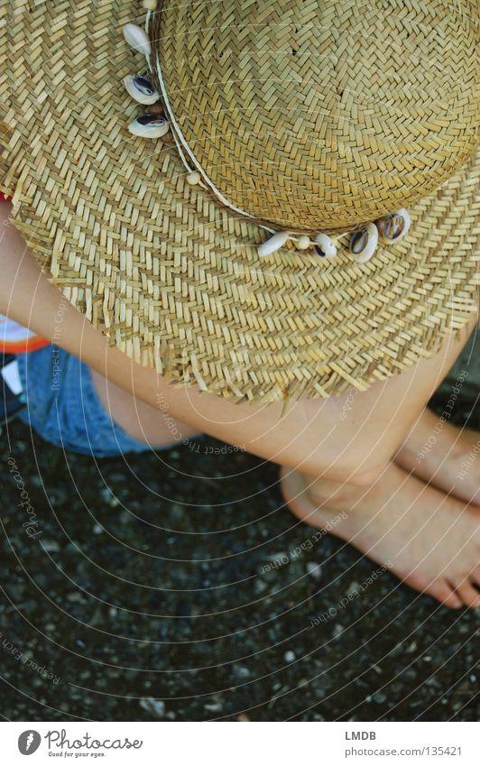 Sombrero Mensch Sommer Erholung Traurigkeit Fuß braun Arme sitzen Trauer Jeanshose Pause Freizeit & Hobby heiß Idylle Müdigkeit Hut