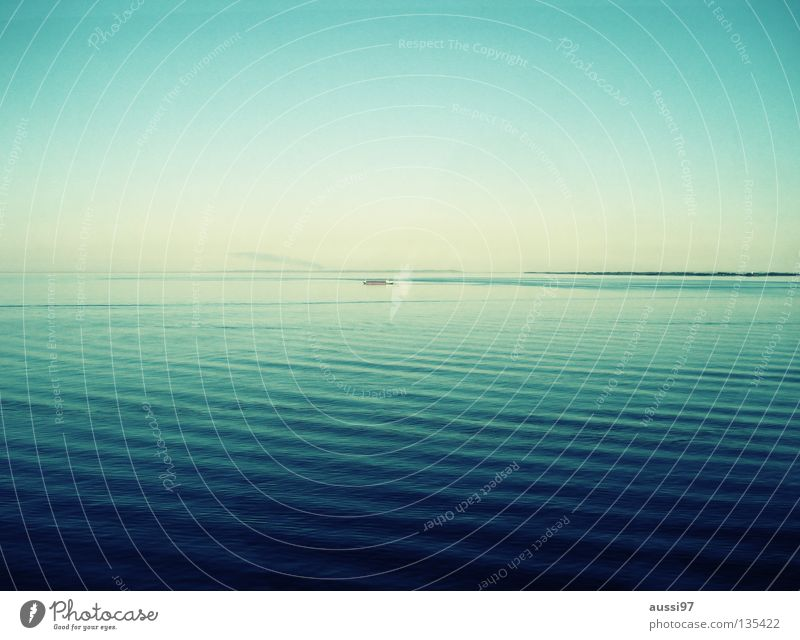 Lautlose Stille Meer ruhig Spielen Wasserfahrzeug Langeweile Kreuzfahrt Pazifik Sonnendeck