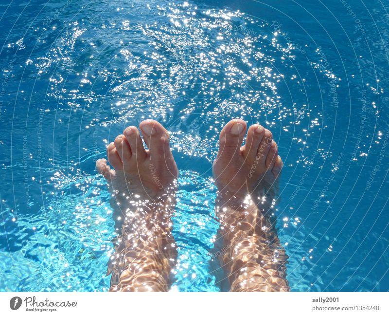 Wassertreten... Mensch Ferien & Urlaub & Reisen blau Sommer Sonne Erholung Freude Bewegung Glück Schwimmen & Baden Fuß glänzend Zufriedenheit Freizeit & Hobby