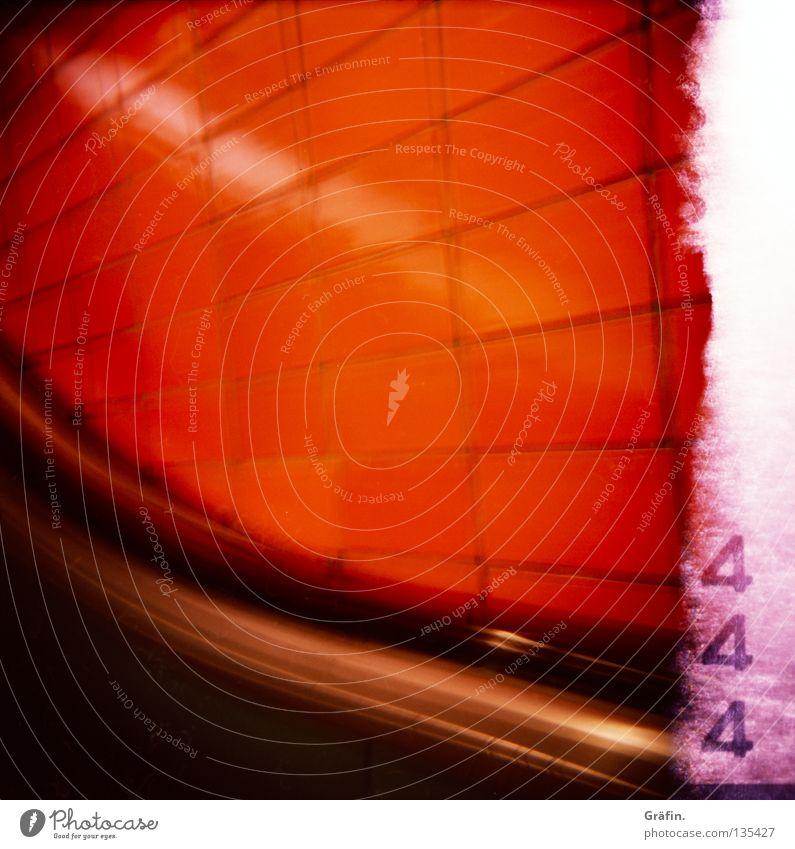 Schlump schwarz Wand Metall orange fahren Ziffern & Zahlen 4 Fliesen u. Kacheln Geländer Station U-Bahn türkis silber bequem London Underground Untergrund