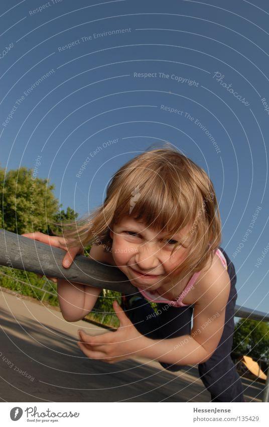 Person 43 Kind Hand Himmel blau Freude Gesicht Spielen Finger Hoffnung Körperhaltung Wut festhalten Halt Grimasse