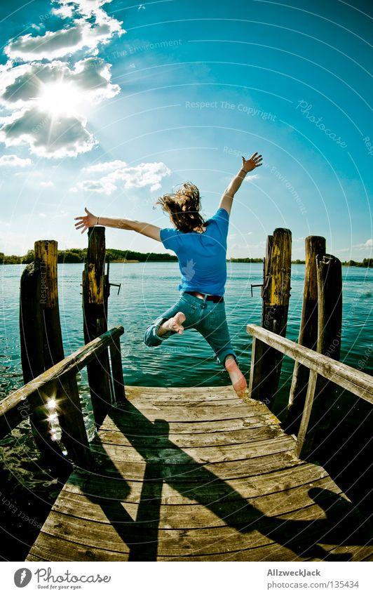 Luftsprünge (6) See Steg Mann maskulin dunkel Gegenlicht Wolken Schönes Wetter Sommer heiß Schwimmen & Baden springen hüpfen Fischauge Beginn aufsteigen