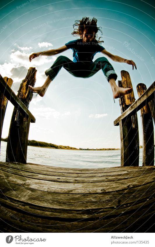 Jumping Jack Flash (8) See Steg Mann maskulin dunkel Gegenlicht Wolken Schönes Wetter Sommer heiß Schwimmen & Baden springen hüpfen Fischauge Beginn aufsteigen