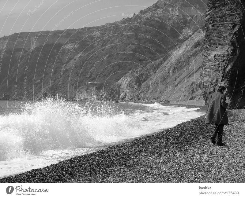 Philosoph am Meer Wellen Strand Mann Küste Felsen Bucht Krim Spaziergang