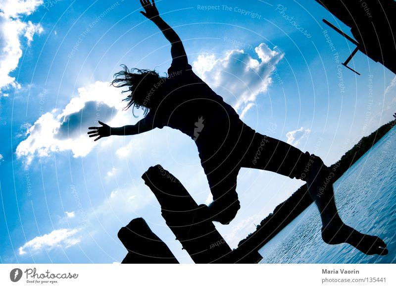 sprunghaft (2) springen hüpfen hoch Wolken Sprungkraft Bewegung See frei Gefühle Freude Begeisterung Applaus Leben Gesundheit Turnen Karriere Sprungbrett