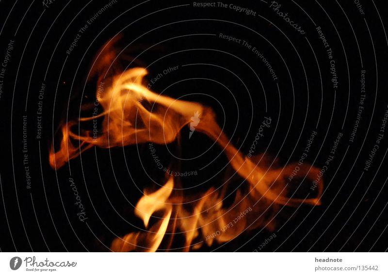 Flammentanz feurig rot gelb schwarz brennen Nacht dunkel Feuer Brand Lampe orange Tanzen