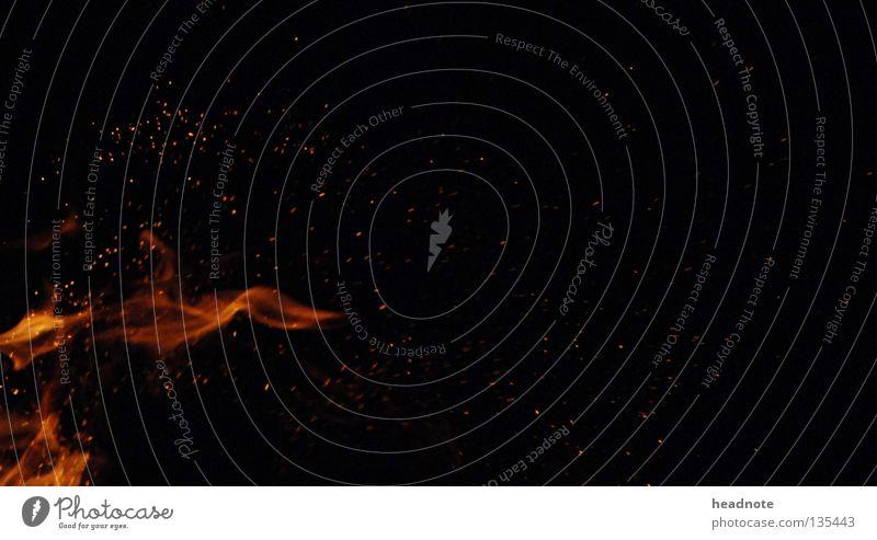 Feuerschlag feurig rot gelb schwarz brennen Nacht dunkel Licht Brand Flamme Lampe orange Funken