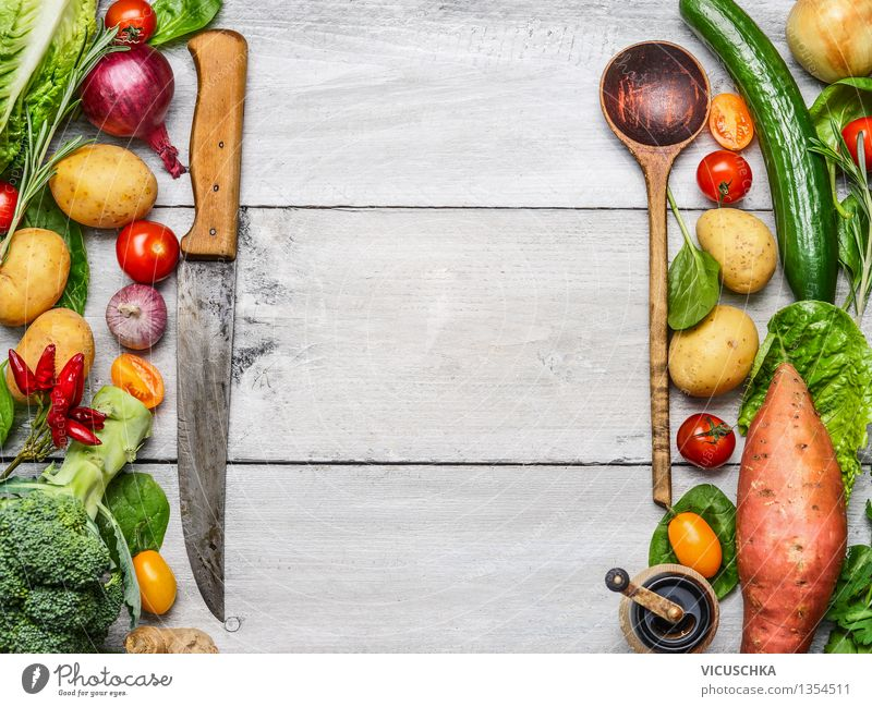 Köstliche Auswahl von Bio Gemüse Gesunde Ernährung Leben Stil Hintergrundbild Garten Lebensmittel Design Ernährung Tisch Kräuter & Gewürze Küche Gemüse Bioprodukte Abendessen altehrwürdig Messer