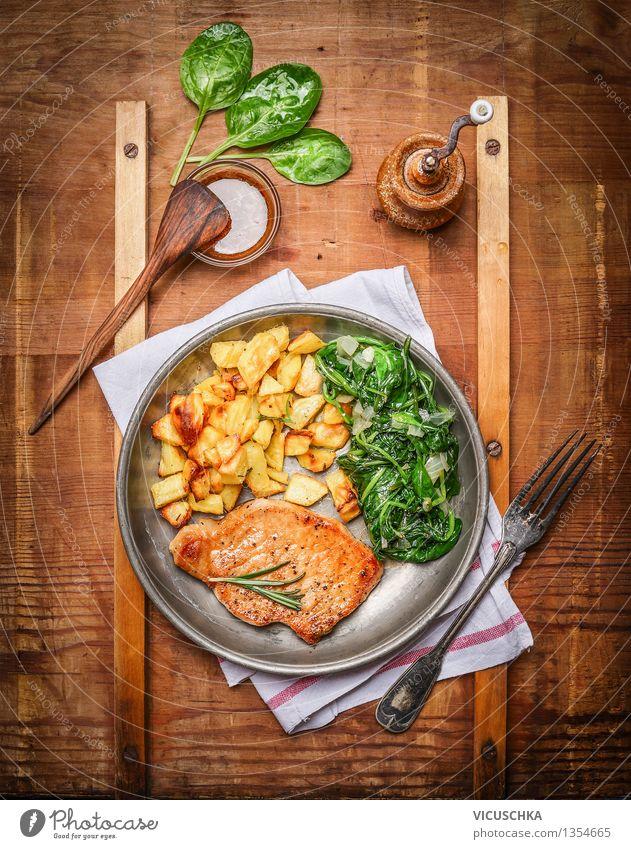 Rustikales Essen - Schweinelachssteak mit Kartoffeln und Spinat Speise Foodfotografie Stil Lebensmittel Design Ernährung Tisch Kochen & Garen & Backen Küche