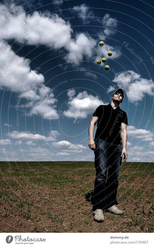 low gravity II Himmel Mann weiß blau Freude Sommer Wolken gelb Spielen Gras Beine braun Schuhe Erde Feld Arme