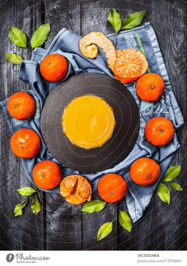 Mandarinen mit Blättern und Saft Lebensmittel Frucht Ernährung Frühstück Getränk Erfrischungsgetränk Glas Stil Design Gesunde Ernährung Duft Vogelperspektive