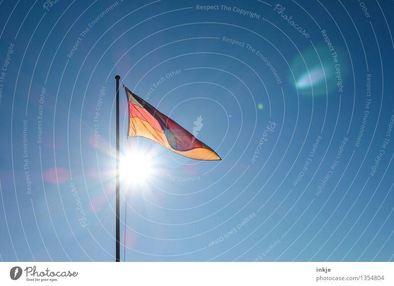 Guten Morgen, Ost, guten Morgen, West Himmel Wolkenloser Himmel Sonne Sonnenlicht Wind Streifen Fahne Deutsche Flagge oben positiv gold rot schwarz Gefühle