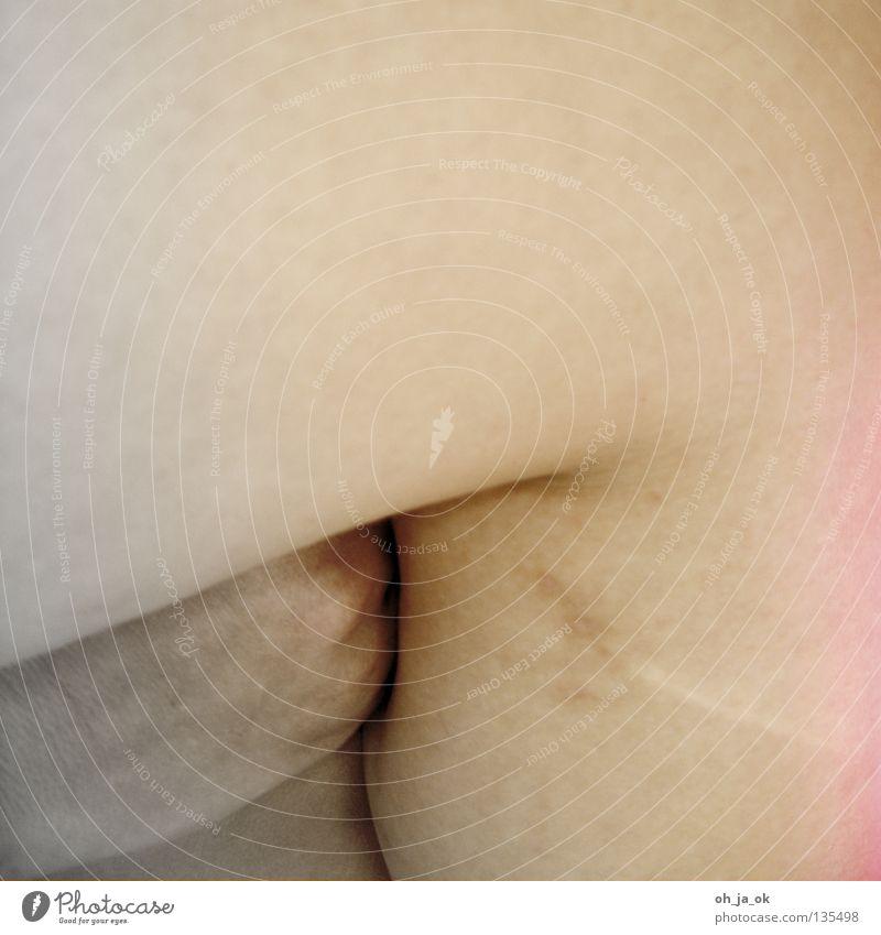 der mund redet - der körper spricht weiß schwarz nackt Gefühle Stein Beine Körper Arme Haut rund weich nah Teilung eng Glätte Liebeskummer