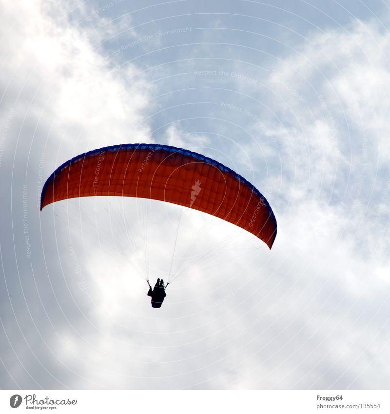 Auf und davon Himmel blau schwarz Wolken Sport Spielen Berge u. Gebirge Luft orange Vogel Wind Wetter Luftverkehr Freizeit & Hobby Pilot Schwarzwald