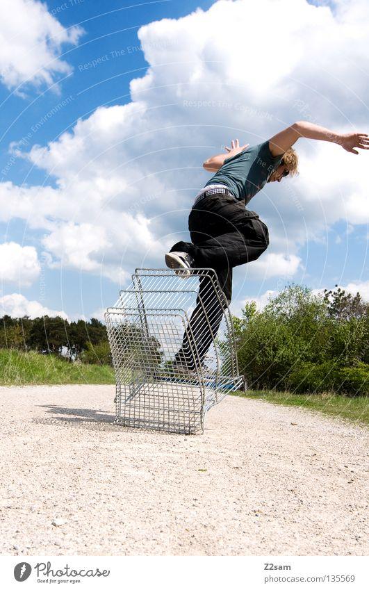 shopping surfer - absprung Wolken stehen Zufriedenheit Einkaufswagen Käfig Wiese grün Sommer saftig Physik sommerlich Mann maskulin Aktion gefährlich blond