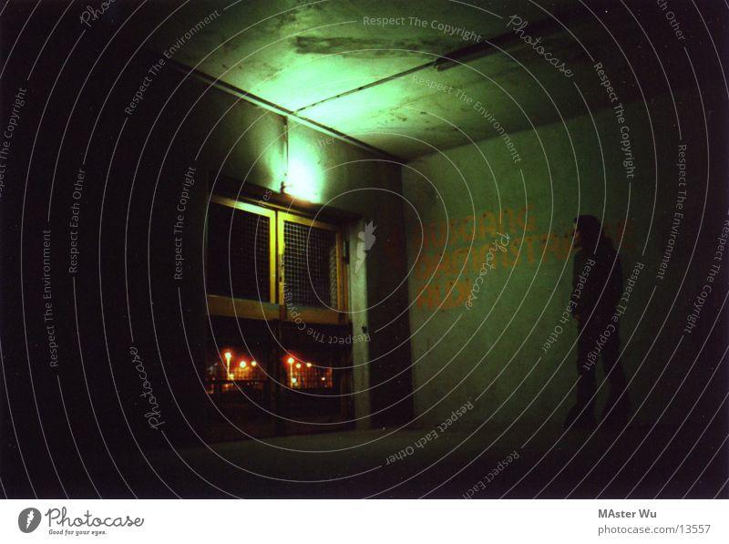 parkhaus Nacht Licht Langzeitbelichtung Mensch