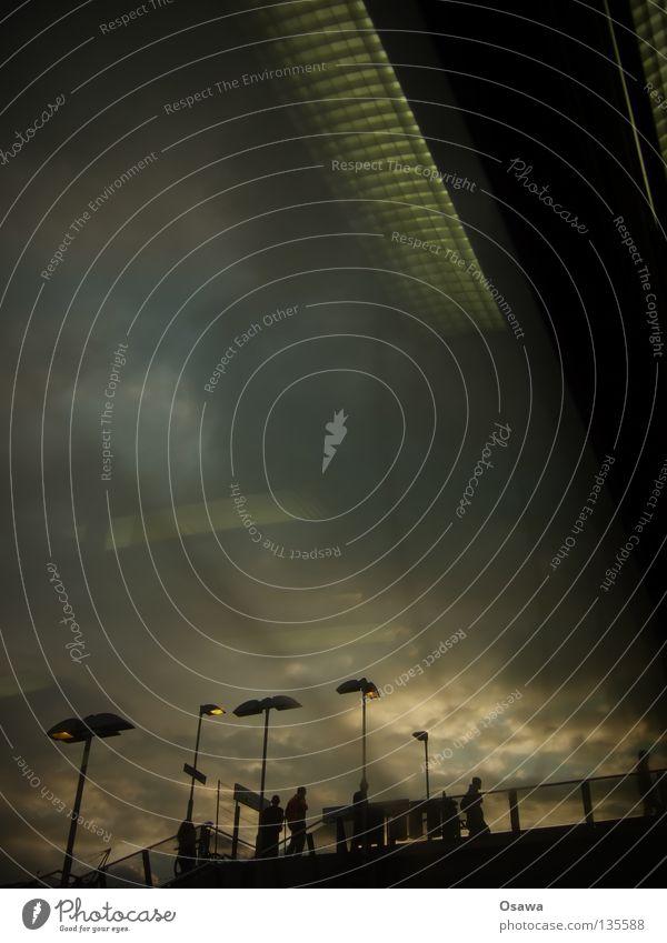 Warschauer S-Bahn Warschauer Straße Wolken dramatisch Sonnenuntergang Dämmerung Laterne Reflexion & Spiegelung schwarz Bahnhof Himmel Abenddämmerung Mensch