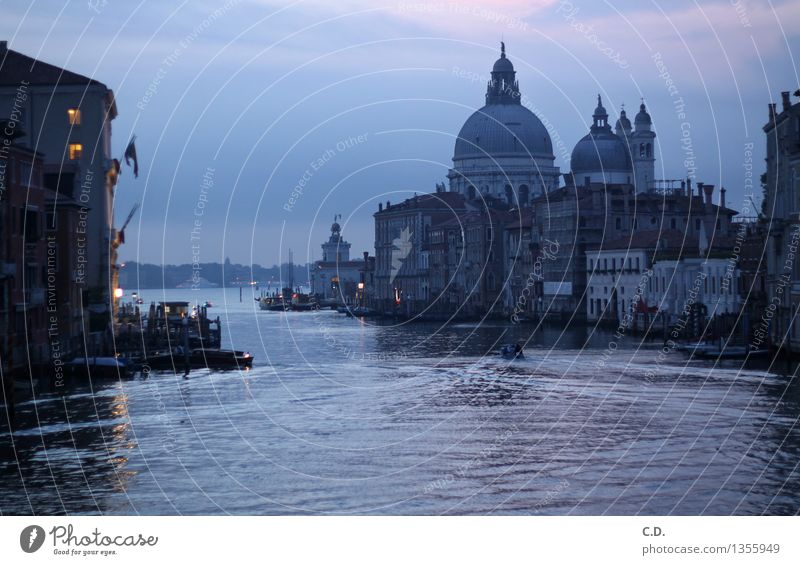 Morgendämmerung in Venedig Haus historisch blau violett Canal Grande Romantik Urlaubsfoto Ferien & Urlaub & Reisen Wasseroberfläche Wasserstraße