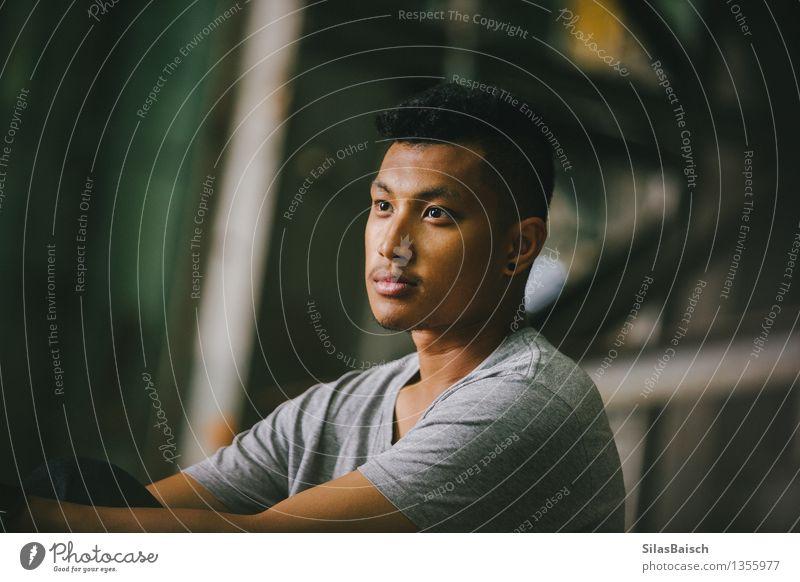 Junger Mann Porträt Mensch Jugendliche Freude 18-30 Jahre Erwachsene Stil Lifestyle außergewöhnlich Denken Mode Kopf Freundschaft elegant frei