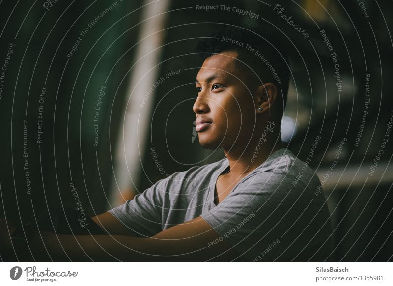 Junger Mann Portrait V Lifestyle Stil Freude schön Sport Fitness Sport-Training Kampfsport Leichtathletik Mensch maskulin Jugendliche Erwachsene 1 18-30 Jahre