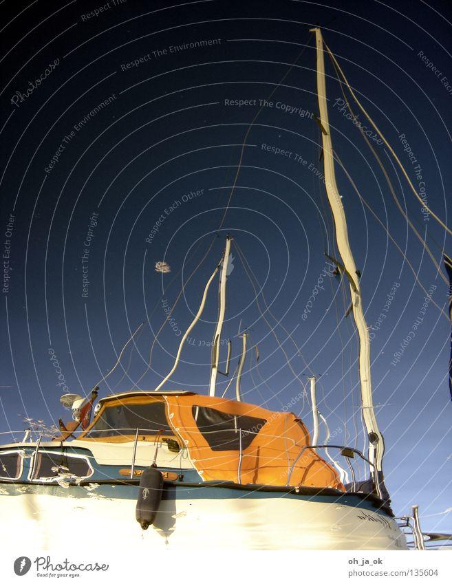 flaute Himmel blau Wasser weiß Meer schwarz ruhig Erholung See orange Seil Elektrizität Hafen Spiegel Sturm Segeln