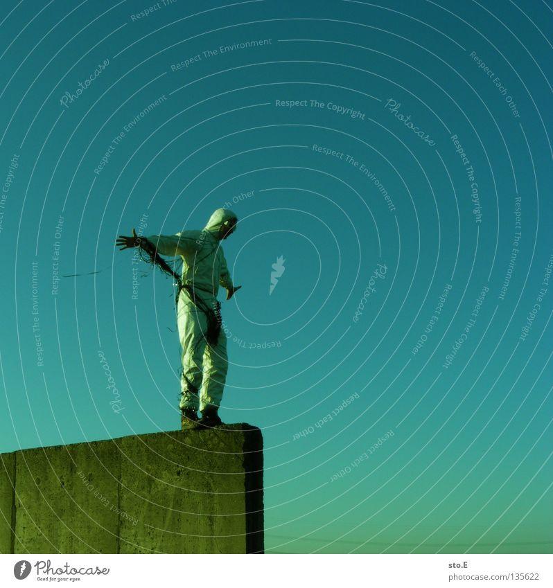 TAPE 3000 - durchstarter Musikkassette Tonband Tonträger Seite diagonal Kerl Mann maskulin Unsinn Wolken schlechtes Wetter Seil Luft Schnur Brille Sonnenbrille