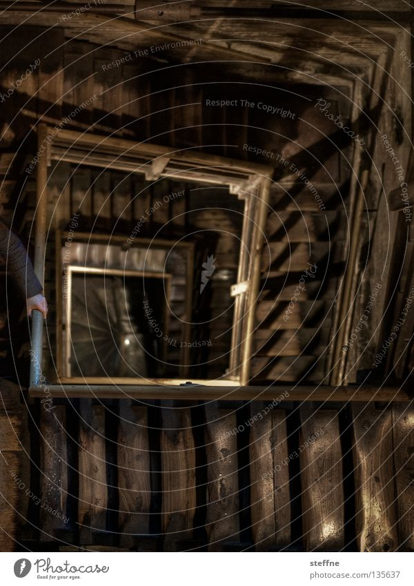 Karriereleiter Holz Gebäude Angst Architektur Treppe Güterverkehr & Logistik Turm Quadrat Denkmal historisch tief Sturz aufwärts Wahrzeichen Geländer