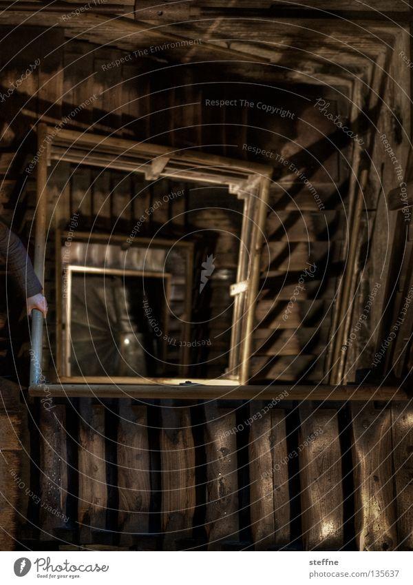 Karriereleiter Unfallgefahr Sturz Sog Holz Gebäude historisch transpirieren Spirale eckig Quadrat Steigung Höhenangst aufsteigen Vorgesetzter HDR Architektur