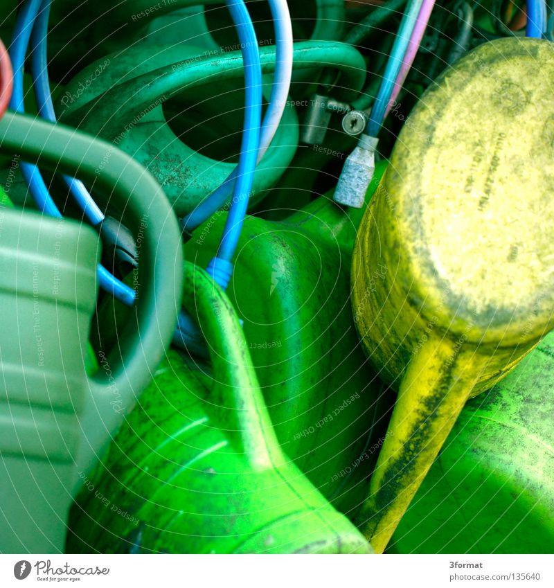 kannen Kannen Gießkanne gießen Behälter u. Gefäße Produkt grün türkis gruppieren Haufen eng Friedhof Pfleger Trauer Ende Tod Witwe Gesetze und Verordnungen