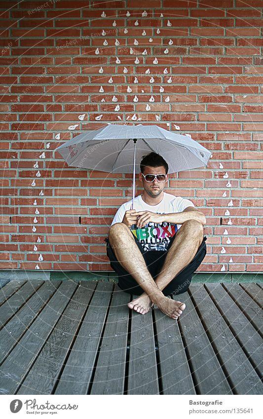 let it rain Straßenkunst Comic nass Regen Erholung Pfütze Mauer träumen Backstein Wand kalt Sommer Herbst Jahreszeiten Regenbogen Gefühle Freude Sicherheit