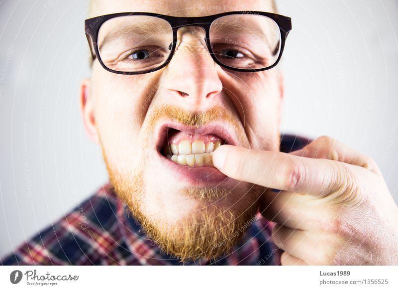 zwischen den Zähnen Mensch Jugendliche Mann Junger Mann 18-30 Jahre Erwachsene Essen Gesundheit Business maskulin verrückt beobachten Brille Zähne Suche Körperpflege
