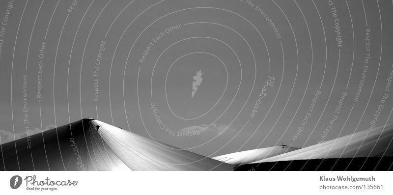 Unter der Haube schön Himmel Wolken grau Industrie Energiewirtschaft Zukunft Technik & Technologie abstrakt Landwirtschaft Kunststoff Bioprodukte Zelt technisch Monochrom Natur