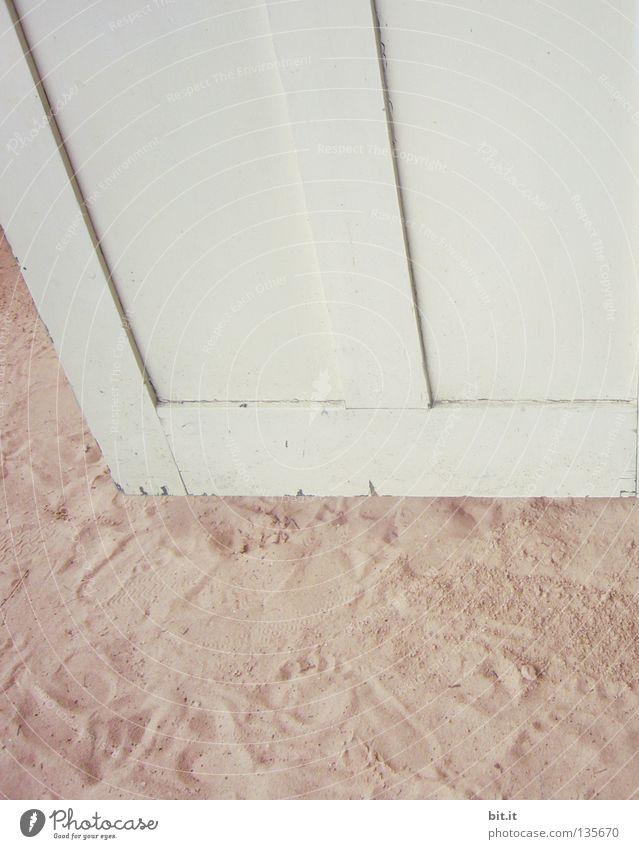 Sand - Wand Holz Strand weiß Sommer Hintergrundbild Strukturen & Formen Strebe abstützen anlehnen Ferien & Urlaub & Reisen sehr wenige simpel einfach reduzieren