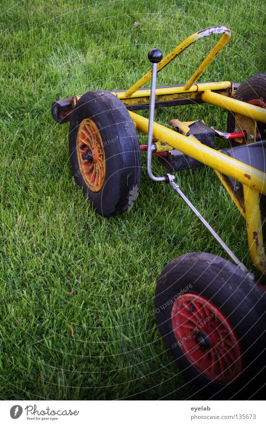 Rennsemmel Tretroller Wagen Fahrzeug gelb grün rot schwarz Felge Spielzeug fahren Spielen Autorennen Freizeit & Hobby Nachmittag Ferien & Urlaub & Reisen