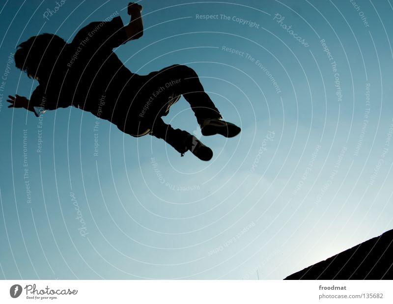 flipside Le Parkour springen Rückwärtssalto rückwärts Gegenlicht Schweiz akrobatisch Flugzeug Körperbeherrschung Mut Risiko gekonnt lässig schwungvoll Aktion