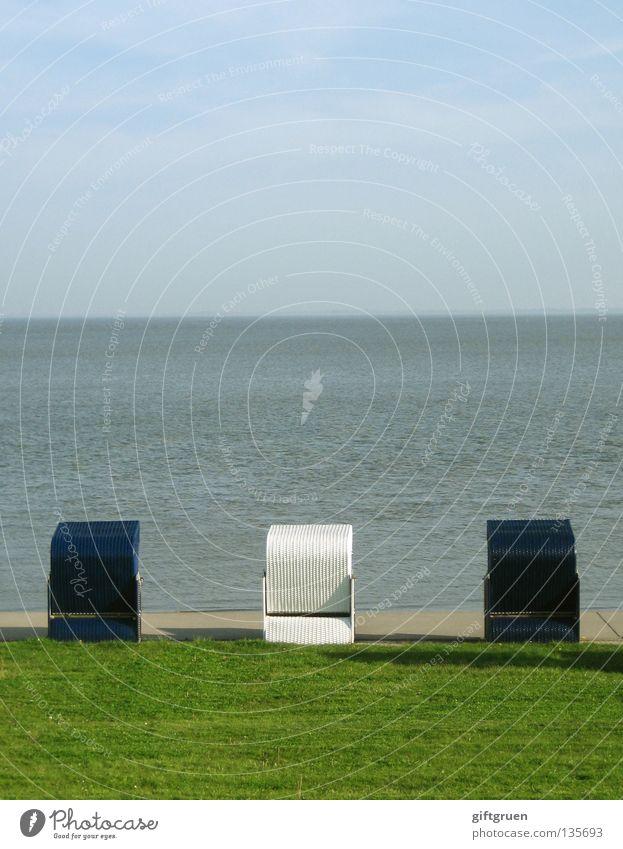 urlaub für ordnungsfanatiker (I) Wasser Himmel weiß Meer blau Strand Ferien & Urlaub & Reisen Wiese Küste Ordnung Sauberkeit Promenade Strandkorb aufräumen