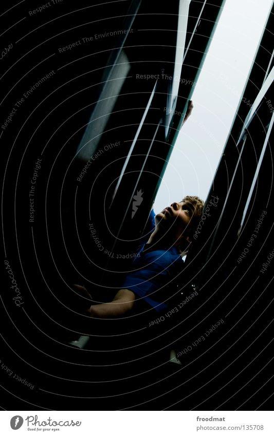 eingeklemmt Jugendliche Erholung dunkel Spielen Zufriedenheit Angst frei Erfolg ästhetisch verrückt Aktion Coolness Klettern Schweiz Mut Grenze
