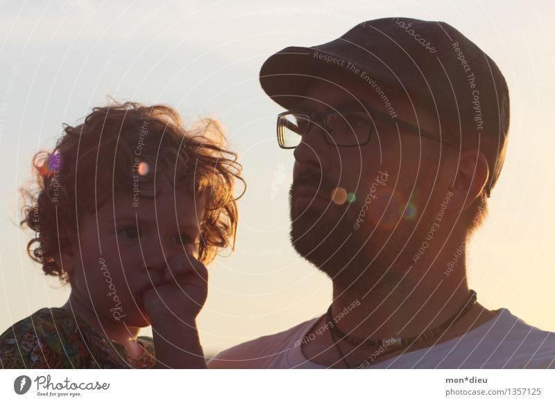 Father & Son ruhig Sonne Kind Kleinkind Mann Erwachsene Vater 2 Mensch Himmel Sonnenaufgang Sonnenuntergang Brille Hut Mütze Locken Denken Blick gold Stimmung