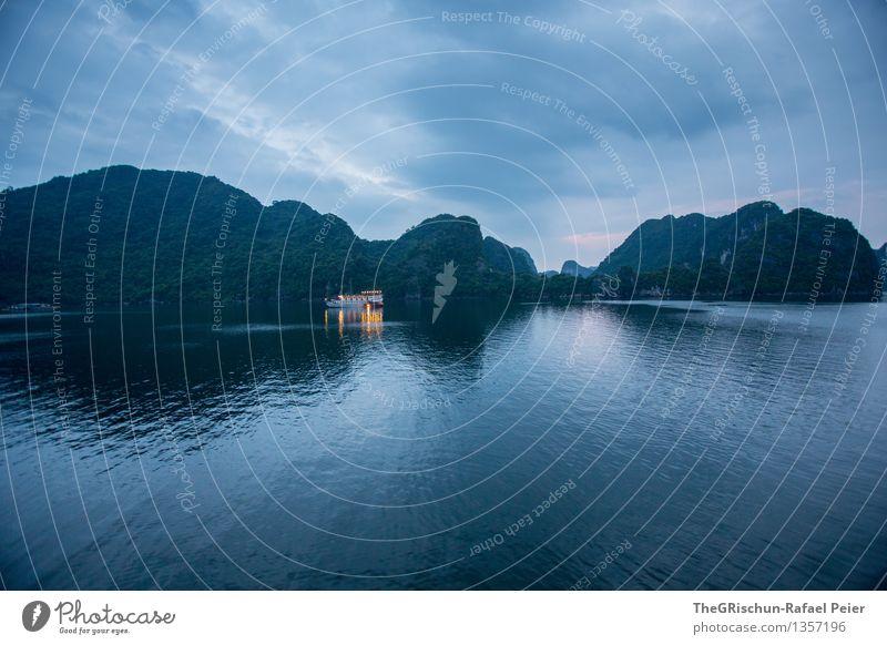 Halong Bay @ night Umwelt Natur Landschaft Wasser Himmel blau gelb grün schwarz weiß Vietnam Meer Erholung Reisefotografie Schifffahrt Wasserfahrzeug Felsen