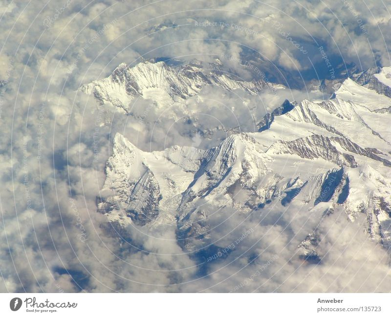 Berühmte Berge - Eiger, Mönch & Jungfrau (Schweizer Alpen) Grindelwald Hochgebirge Berner Oberland Natur Vogelperspektive Europa Kanton Wallis erhaben
