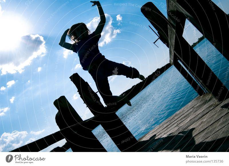 sprunghaft (4) springen hüpfen hoch Wolken Sprungkraft Bewegung See frei Gefühle Freude Begeisterung Applaus Leben Gesundheit Turnen Karriere Sprungbrett