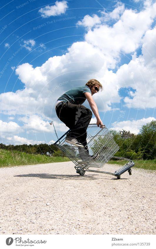 shopping surfer - typisch billig glump Mensch Himmel Mann grün Baum blau Sommer Wolken Einsamkeit Ferne Straße Wiese Landschaft Wege & Pfade Stein Wärme