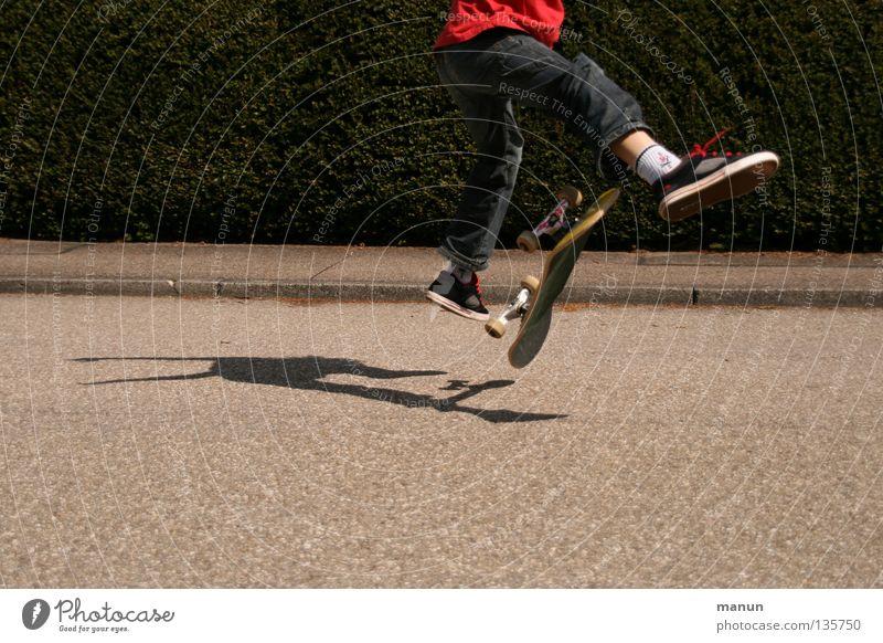 Skate it! VI Skateboarding Licht schwarz rot Sport Freizeit & Hobby springen Gesundheit Aktion Spielen Kind Funsport Straße Streetskater Olli Schatten sportlich
