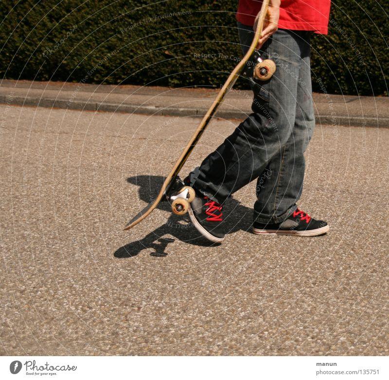 Skate it! IX - Mag nimmer... Kind rot Freude schwarz Straße Sport Spielen Bewegung springen Freizeit & Hobby Pause Ende Fitness Skateboarding sportlich