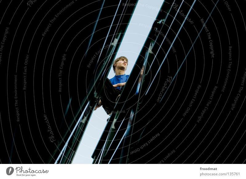 spalt Jugendliche Freude Erholung dunkel Spielen Zufriedenheit Angst frei Erfolg ästhetisch verrückt Aktion Coolness Klettern Schweiz Mut