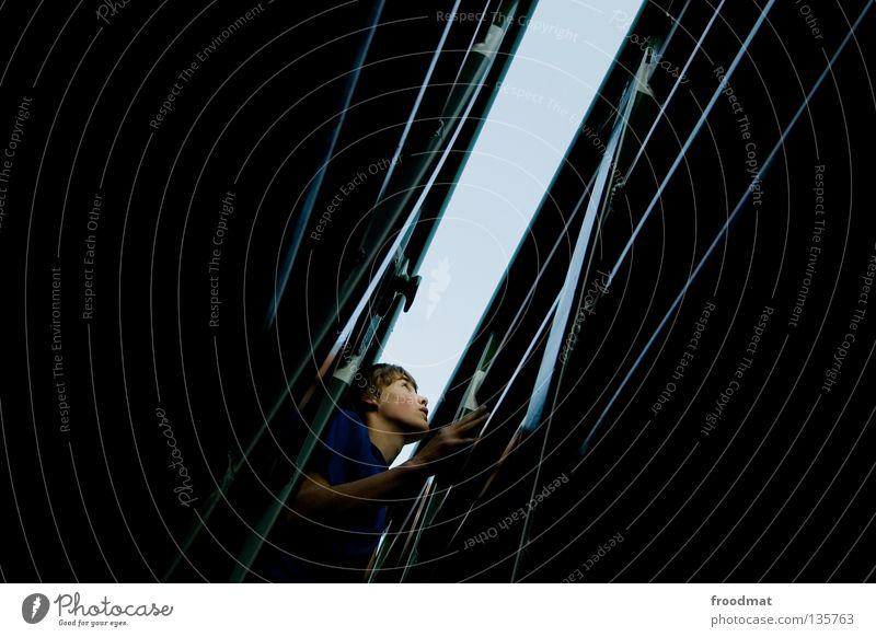 hochschauen Jugendliche Freude Erholung dunkel Spielen Zufriedenheit Angst frei Erfolg ästhetisch verrückt Aktion Coolness Klettern Schweiz Mut