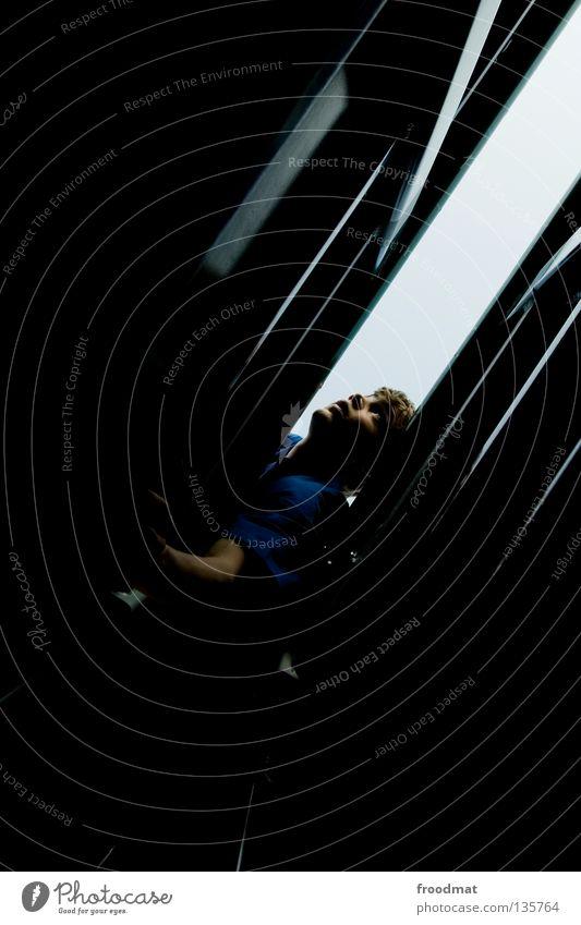 dunkel und eng Jugendliche Erholung Spielen Zufriedenheit Angst frei Erfolg ästhetisch verrückt Aktion Coolness Klettern Schweiz Mut Grenze