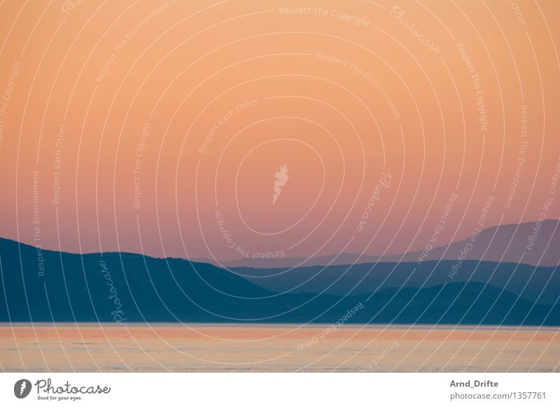 Dämmerung Umwelt Natur Landschaft Wasser Himmel Wolkenloser Himmel Sonnenaufgang Sonnenuntergang Sommer Herbst Schönes Wetter Wellen Küste Seeufer Bucht Meer