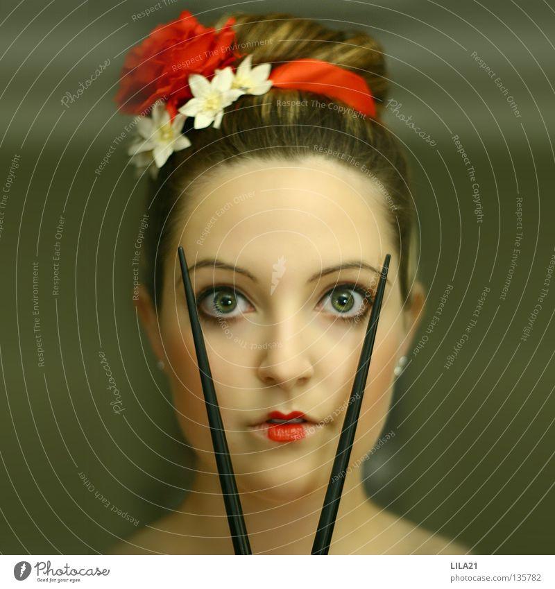 Chinatown Japan Chinesisch rot Geisha Essstäbchen Kultur Sushi erschrecken Schminke Haare & Frisuren Frau Auge Essgewohnheit