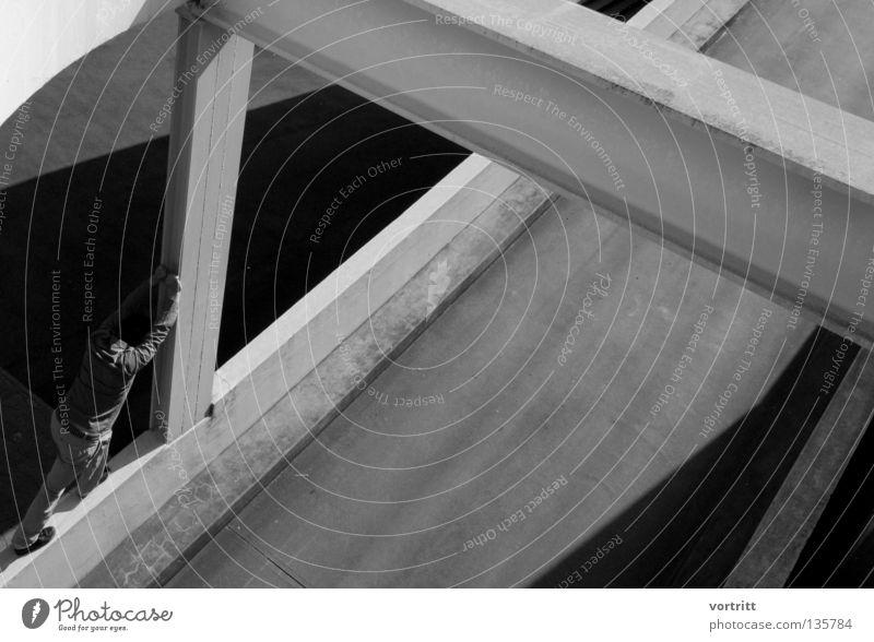 Seppuku Mensch Mann weiß schwarz dunkel Straße oben Architektur Mauer Gebäude Beine Metall hell Kraft Arme Beton